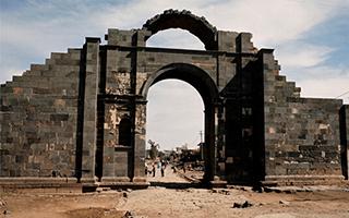 叙利亚帕尔米拉古城内两处遗址被武装摧毁