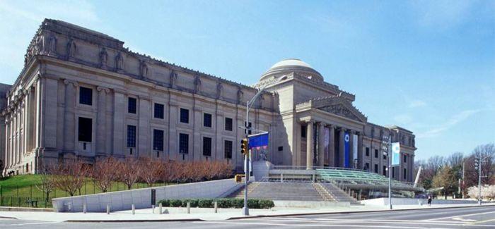 博物馆把一堆世界上最著名的艺术品都锁在储藏室了