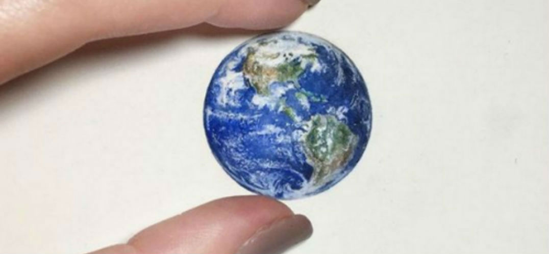 笔尖上的艺术:只有指甲盖大小的美术插画