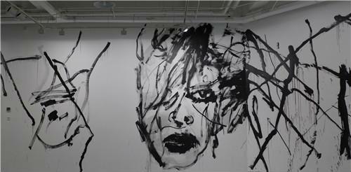 作者:谭平 卡斯特利 作品名称:《对话》现场创作 尺寸可变 材质:纸上水墨