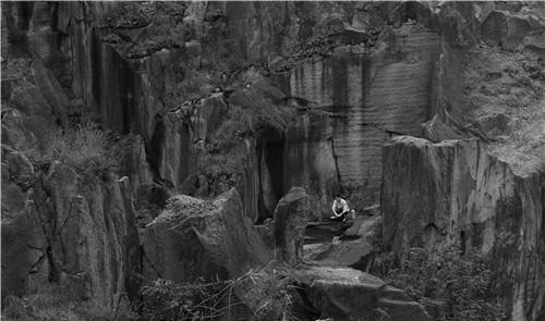 作者:杨福东 作品名称:《愚公移山》电影截帧 材质:电影 46分钟