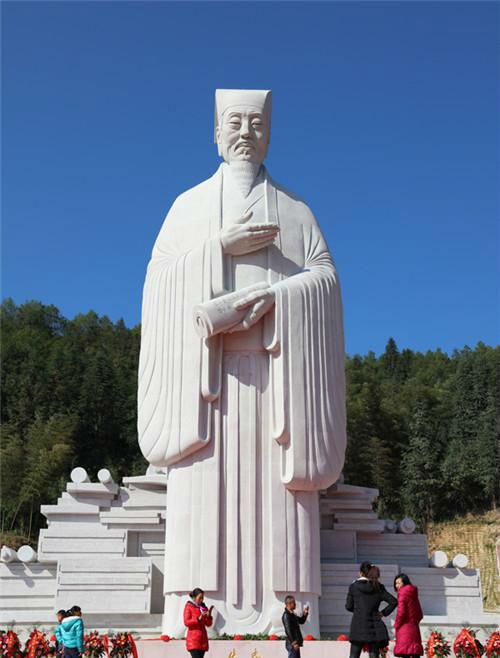 作者:吕品昌 作品名称:《朱子像》 尺寸:高23.6米 材质:雕塑