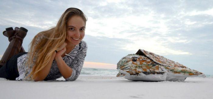 艺术家捡了1200根烟头:结果送出海龟模型