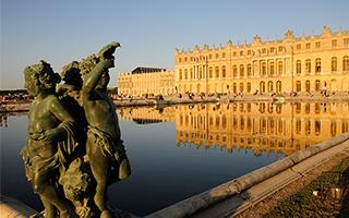 一男子在卢浮宫持刀行凶