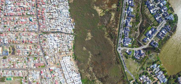 爱与恨的边缘:摄影师航拍南非贫富交汇处