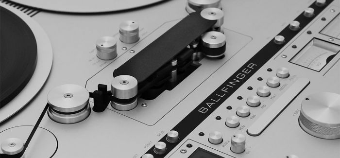 极简盘式磁带录音机和唱片机