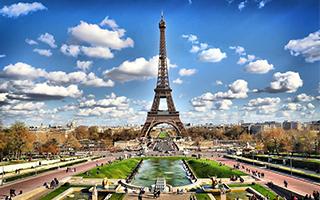 为防恐袭 巴黎埃菲尔铁塔周围将建造防弹玻璃墙