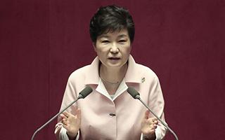 数百名韩国艺术家就黑名单丑闻起诉朴槿惠