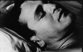 从提香笔下的情人凝视到沃霍尔镜头中爱人的沉睡