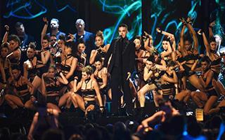 2017全英音乐奖 大奖都给了大卫·鲍伊