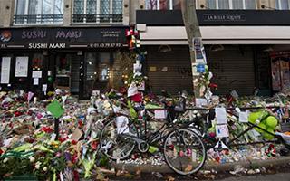 巴黎将2015年恐袭受害者纪念物数码化并存档