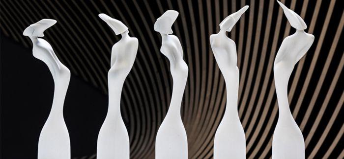 被扎哈·哈迪德掰弯的奖杯是腐国音乐奖的抢戏高手
