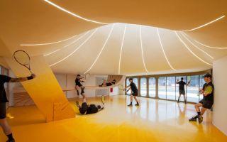新落成的网球场 抛物线穹顶来自网球的运动轨迹