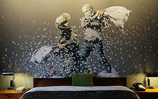 涂鸦师Banksy巴勒斯坦开酒店 宣布回归艺术圈