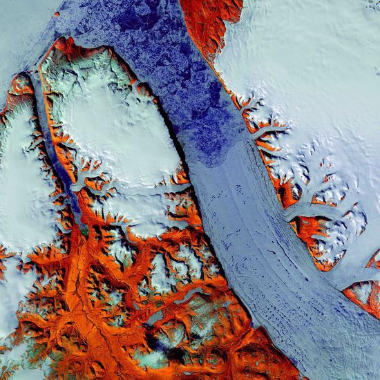 彼得曼冰川,拍摄于格陵兰岛西北岸上空。