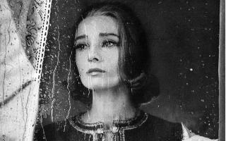 他定义了近50年的美国影像风格 梦露 赫本都是镜中客