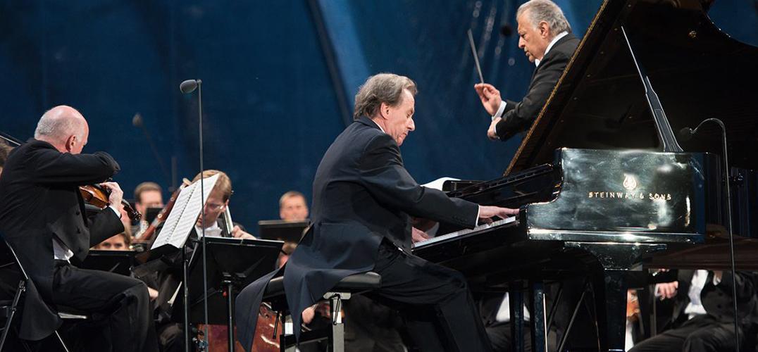 布赫宾德:弹琴就像极限运动 不会在演出前过多准备