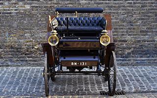 标致古董车427万人民币被拍卖 123岁