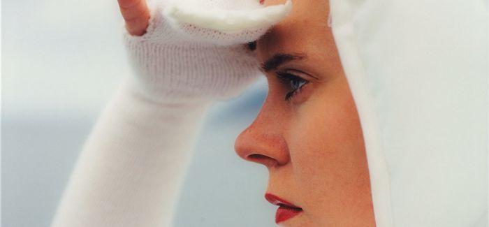 """伦敦女性摄影展""""身体地形"""":杂乱的叙述与拷问"""