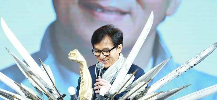 """""""成龙宝藏""""登陆环球金融中心 """"变废为宝""""大哥变身""""环保明星"""""""