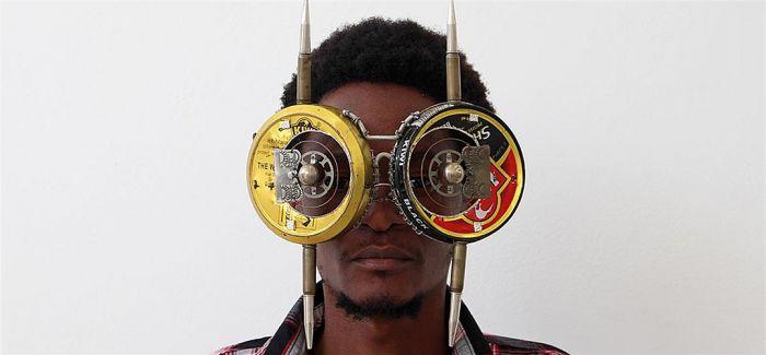 前卫到眼花撩乱 看见肯尼亚艺术家的废弃物眼镜