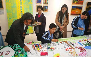 自闭症孩子画作中国美术馆展出