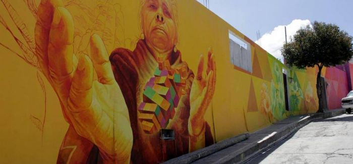 """街头艺术家为墨西哥小镇披五彩""""新衣"""""""