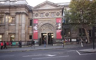 """伦敦的国家肖像美术馆扩大了其对""""肖像""""的定义"""