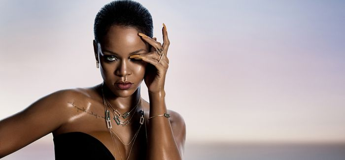 设计师 Kanye West 和蕾哈娜相继推出首饰系列
