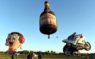 葡萄牙小城举办国际热气球节