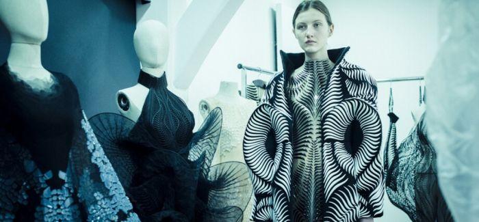 荷兰女设计师 Iris van Herpen – 服装上的线条波动