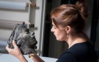翠西·艾敏首件青铜雕塑作品入藏英国国家肖像美术馆