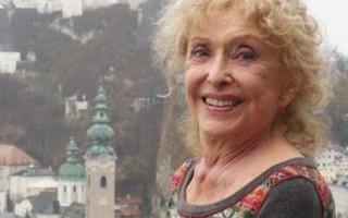卡若琳·史尼曼被授予威尼斯双年展终身成就金狮奖