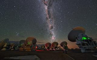 科学家完成给黑洞拍照 会像《星际穿越》中那样吗