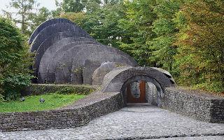 颠覆传统的日本星野石之教堂