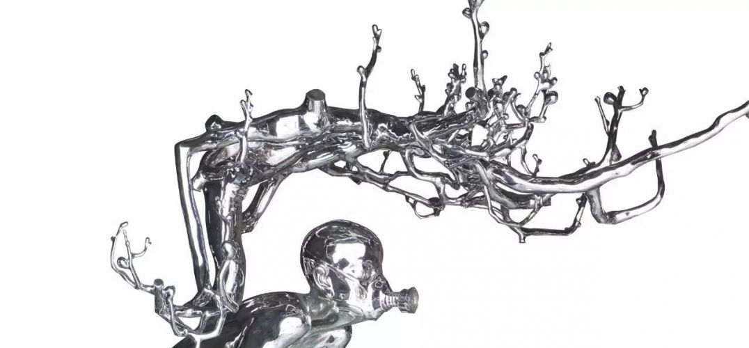 """2017年4月22日,""""妙谛因心-陈文令新作展""""亮相于白盒子艺术馆,本次展览由范迪安先生担任学术主持,何桂彦担任策展人。陈文令暌违两年,如今再度回归,带来了他经历人生转折后最新创作的五件雕塑作品,以及最近十多年雕塑创作之余所积累的手稿精选。以下为""""凤凰艺术""""为您带来的现场报道。   开幕式现场,左起:艺术家陈文令,白盒子艺术馆馆长孙永增,批评家王明贤,葡萄牙驻华大使H."""