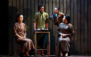 《金锁记》再登申城舞台