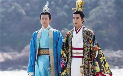 屈原(马可饰)和楚怀王(乔振宇饰)服装的颜色和图案引人诟病