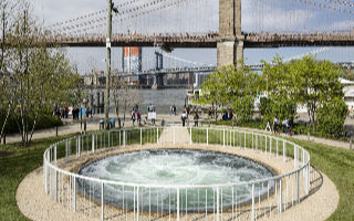 布鲁克林大桥公园里的地上漩涡