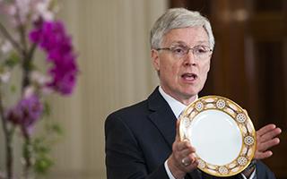 工作四十年的白宫策展人威廉·奥曼退休