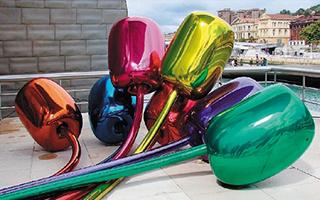 拜物天堂:杰夫·昆斯的玩具式公共雕塑