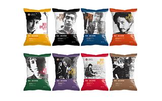 装在薯片袋中的《鲍勃·迪伦诗歌集》要出版了 共8袋