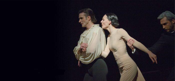 《安娜·卡列尼娜》:她如风中之烛凄美摇曳