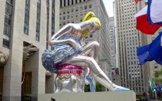 当代维纳斯女神降临纽约洛克菲勒中心
