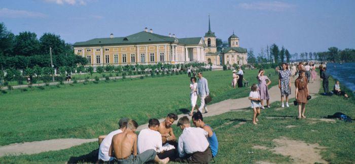 美摄影师旧照首公开记录苏联人生活点滴