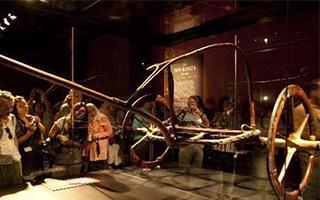 图坦卡蒙黄金战车与葬礼床迁至大埃及博物馆