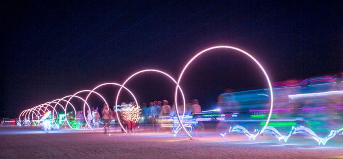 """成都街头的这个火人节艺术装置能让你""""看见声音"""""""
