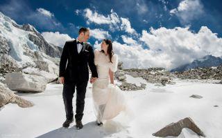 徒步三周攀上喜马拉雅山 拍出让人羡慕的婚纱照