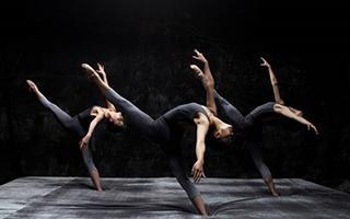 当代芭蕾《霾》:为什么要在海绵上起舞