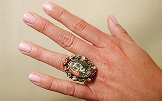 毕加索为情人亲自设计制作的戒指估值50万英镑
